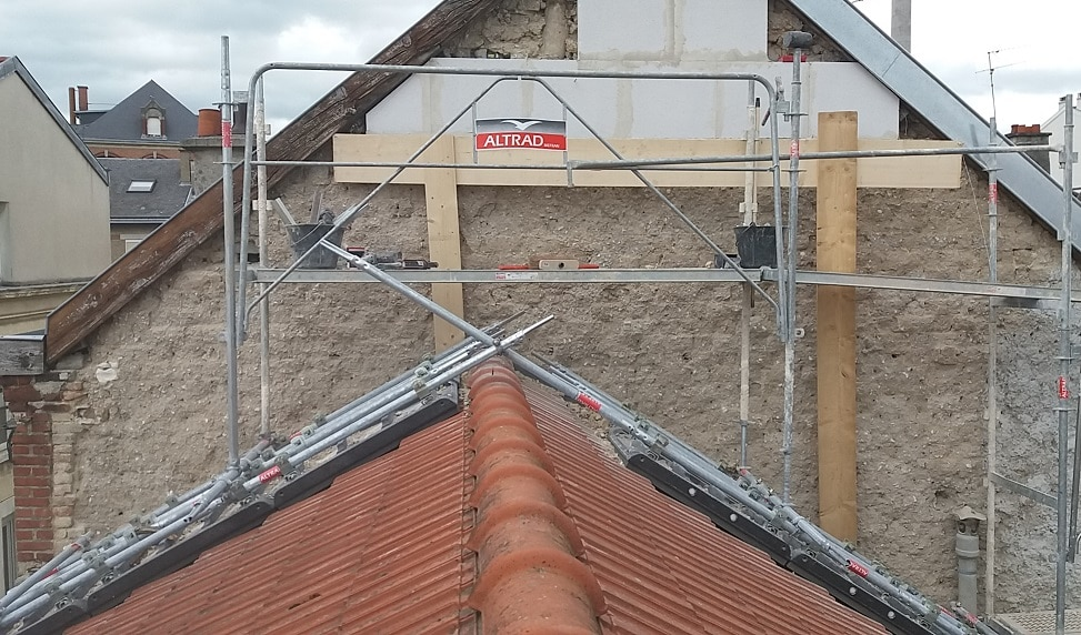 echafaudage sur toiture pour acc der aux toits accident s. Black Bedroom Furniture Sets. Home Design Ideas