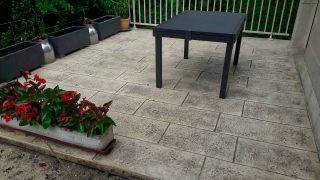 Salon de jardin sur terrasse en béton imprimé